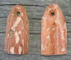 Barkbit delad på mitten och hålad med kniv