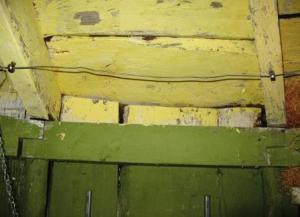 En av sektionerna där väggbrädor ansluter till taket