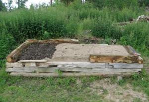 Stockbädd med grus, gödsel och sand.